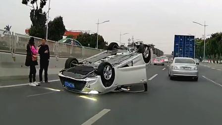 交通事故合集:好任性的弯道超车, 下一秒后悔莫及