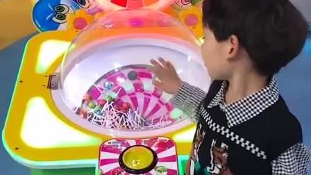 亲子游戏:弟弟想吃棒棒糖