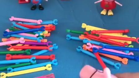 猪爸爸给佩奇和乔治一人一堆玩具,谁能拼出东西来谁就能得到奖励