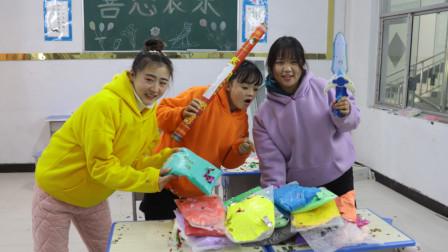 柚柚得到神奇万花筒,同学要什么变什么,同学们羡慕了