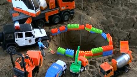 坑里有好多积木挖掘机把它挖起来 汽车玩具