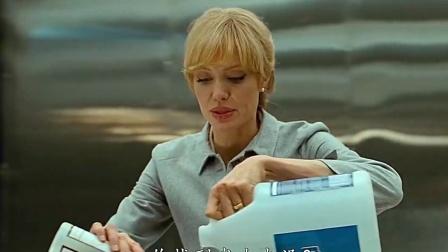 朱莉:特工的眼里所有东西都是武器