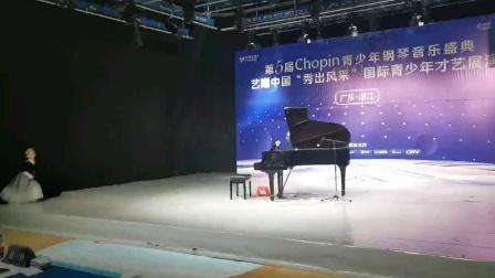 王若霖钢琴表演