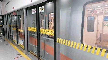 蔡卫阳体验新开通的上海地铁18号线
