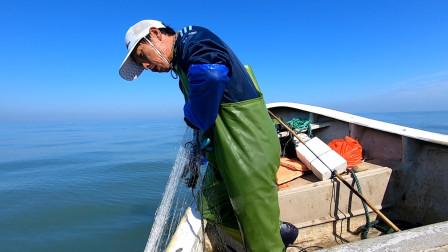 阿雄终于出发外海抓虾了!捕到天黑都不肯回家,肥美大虾塞满船舱
