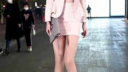 走在北京街头的小姐姐,靓丽时尚的穿搭,真漂亮!