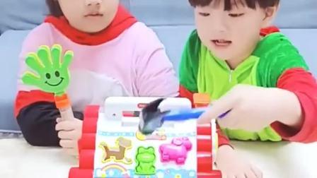 趣味童年:原来是没有装电池啊