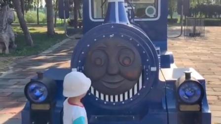 金色的童年:开着托马斯小火车出发咯!