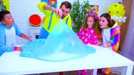 儿童亲子互动,小哥哥小姐姐用彩泥DIY创意西瓜棉花糖,真有趣