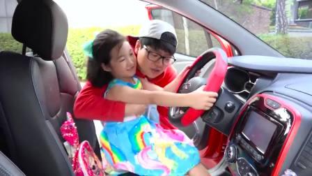 儿童亲子互动,小宝蓝周末自驾游坐摩天轮跟霸王龙玩自拍,真好玩