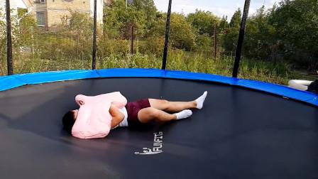 抱着70斤史莱姆蹦床啥效果?《我的世界》史莱姆方块没玩够?
