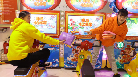 游乐场2:柚柚和同学比赛骑单车,输的要给赢的5包黏土,谁谁赢呢