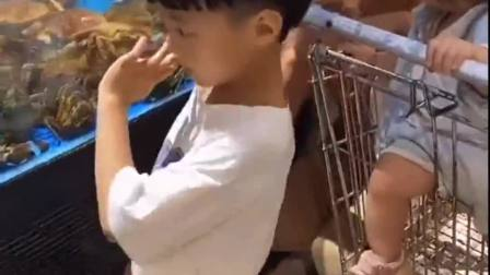 趣味生活:小萌娃们想吃海鲜啦