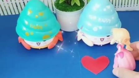 亲子宝宝动画:变成螃蟹的白雪和贝尔跑的还挺快网红玩具