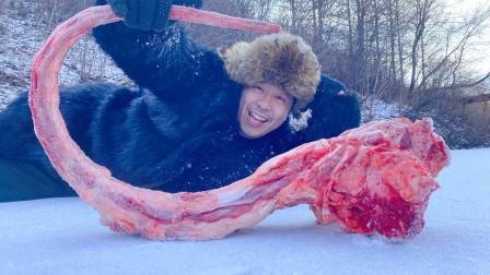 零下三十几度,大雪地里秘制大牛尾,喝烈酒,看白雪人间冰川璀璨