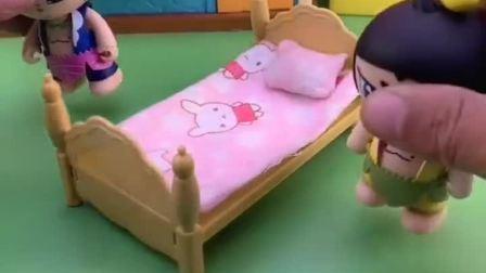 两个葫芦娃睡了乔治的床,还嫌床太小