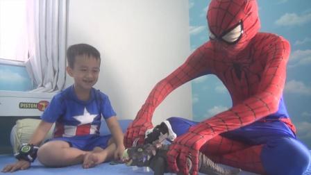 蜘蛛侠:蜘蛛侠和小队长一起玩玩具!