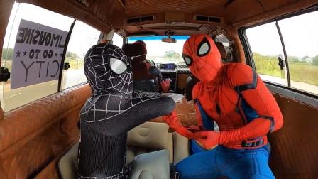 蜘蛛侠:蜘蛛侠在汽车上过得还挺舒服的!