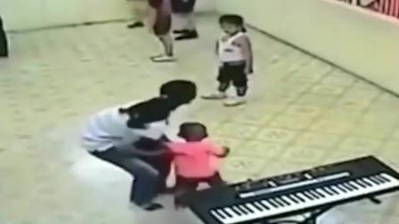 一个6岁男孩的一生,就这样被妈妈毁掉,监控拍下无耻一幕!