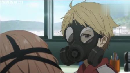臭得自己都怀疑人生了,防毒面罩都戴上了