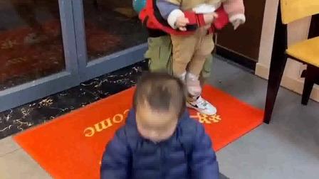 亲子游戏:妈妈,给哥哥开门