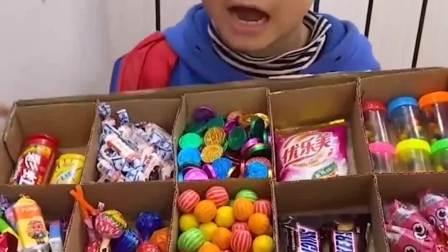 趣味生活:小宝贝偷吃糖果,被妈妈发现了