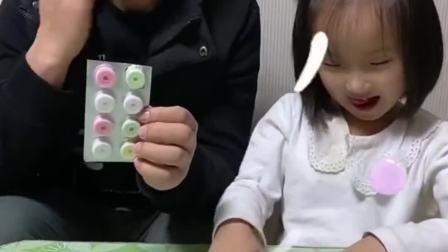 趣味生活:爸爸把糖当药药吃