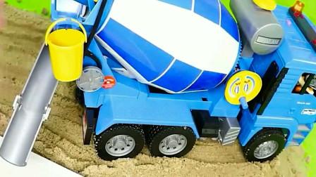 儿童玩具车 垃圾清运车与搅拌车模拟工作