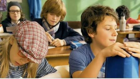 熊孩子把老师变小,考场作弊新技能,不得不服这脑洞!