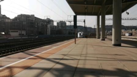 上海客运段复兴号金凤凰CR400BF-A-3104担任G1976次(重庆西-上海虹桥)广元站停车