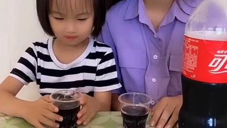 亲子游戏:又在偷偷喝饮料了