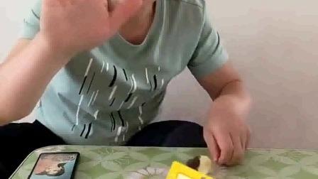 亲子游戏:上个厕所,回来再吃