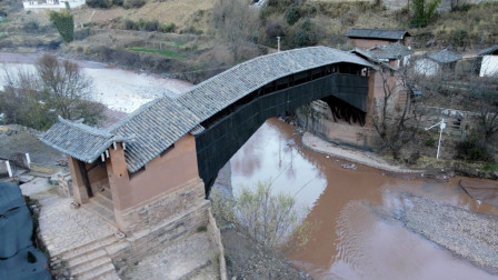 大理沘江几百年的古桥,至今仍在使用,古朴的村落让人流连忘返