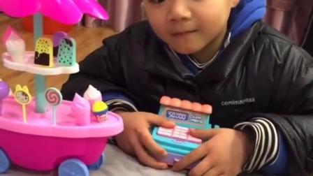 童年小趣事:小宝贝老板的收款机坏了