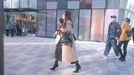 长款的大衣,显瘦效果好,搭配高跟鞋,身材高挑