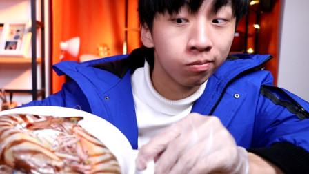 比我手掌还大的大虾,一只就要100多,帅小伙全做蒜蓉吃太香啦