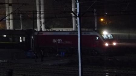 京广线:广广HXD1D牵引T123次开出武昌火车站