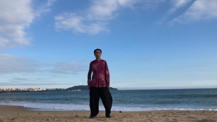 碧海蓝天沙滩练太极 三亚清水湾
