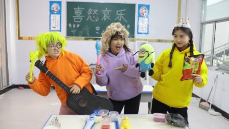 柚柚在教室拍卖玩具,结果却被同学们套路走螺蛳粉,太惨了