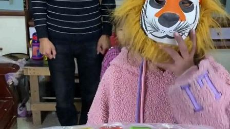 亲子游戏:来,宝贝们,吃七彩小果冻了