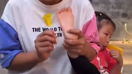 趣味生活:先吃哪个脚丫糖呢?