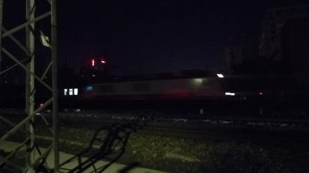 京广线:SS9G牵引Z35次进武昌火车站