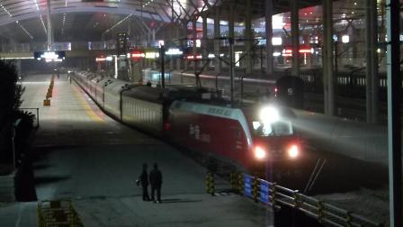 京广线:HXD1D牵引Z23次开出武昌火车站