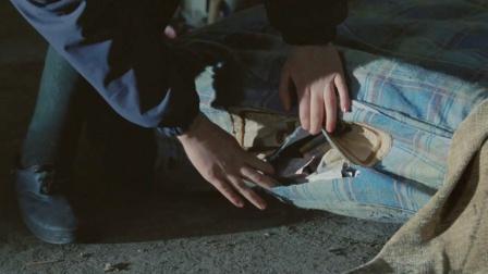 流浪汉捡到破旧床垫,却不知里面藏着100万欧元!