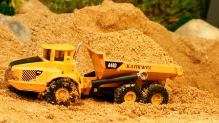 玩具卡车比赛因超载翻车了 挖掘机来救援