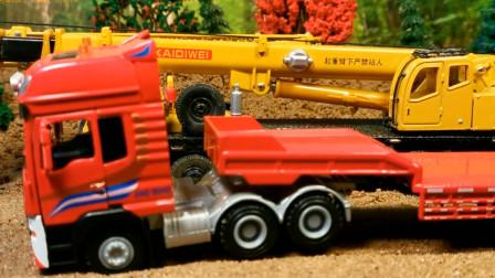 小汽车违法被警车追捕不小心冲进泥坑里 创意玩具