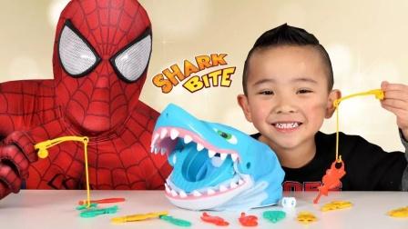 蜘蛛侠:蜘蛛侠的手差点被鲨鱼咬住,真够悬的!