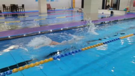 中游体育:慢放到百分之十速度的蝶泳什么样