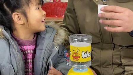 亲子游戏:我们好渴啊,这个饮水机不出水