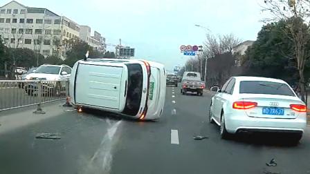 交通事故合集:高速路上不保持车距,急刹失败上演惊险一幕